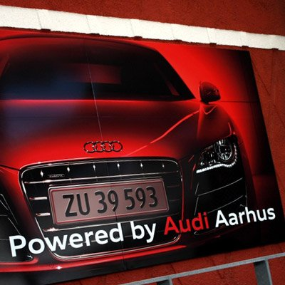 Reklameskilt på Audi Tribunen i NRGi Park & Arena