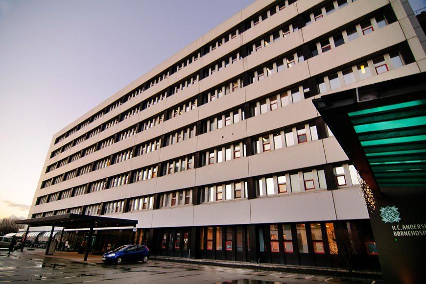 Solfilm 3M Prestige 70 folie til vinduer i odense universitetshospital med varmereduktion indgang